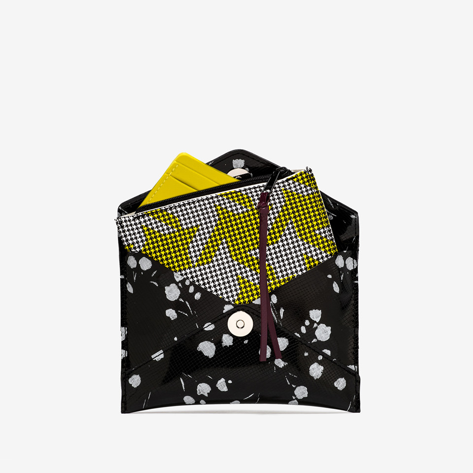 GUM: SMALL MULTIPRINT CLUTCH BAG